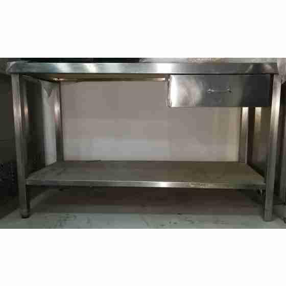 Tavolo in acciaio inox su gambe con piano di fondo, alzatina e cassetto 1400x600x850h mm usato
