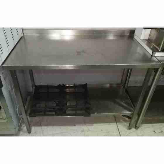 Tavolo su gambe in acciaio inox con piano di fondo e alzatina 1200x660x850h mm usato