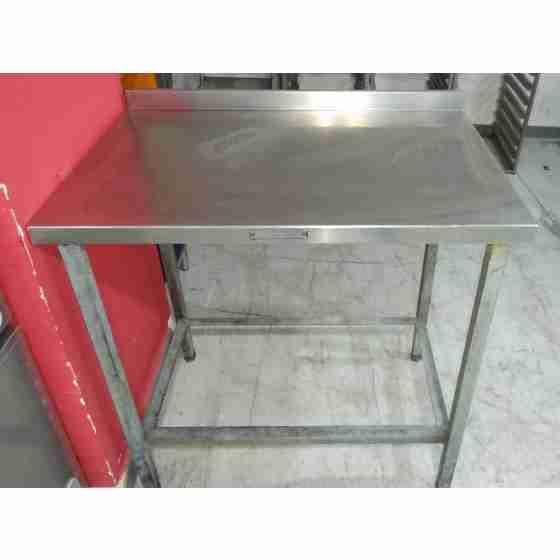 Tavolo su gambe in acciaio inox  profondità 600 mm 900x600 mm con alzatina usato